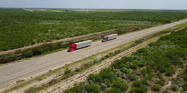 Daimler-Trucks-Tests-Platooning-Highway Generic