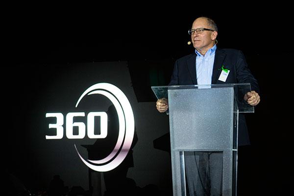 Freightliner-360-Roger