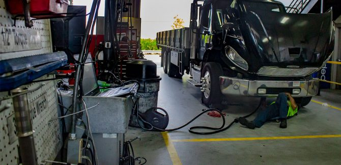 Truck-Repair-Shop-Using-VMRS-NOREGON