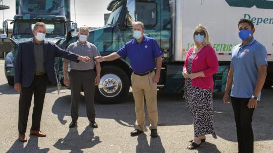 Volvo-Trucks-DHE-VNR-Electric-Key-Handover