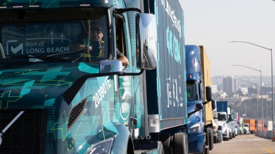 POLB-VNR-Electric-Lead-Truck-Parade-of-Clean-Vehicles-Volvo-Trucks