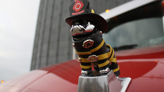 Mack-truck-owner-honors-fallen-firefighters-with-truck-design