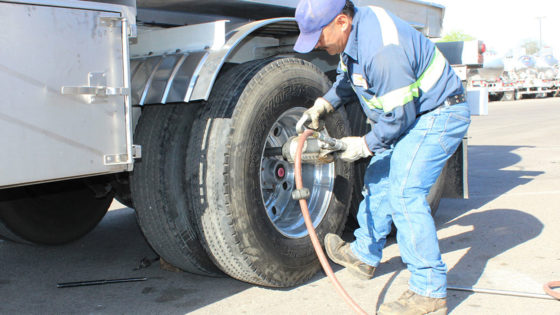Properly-inflating-Yokohama-truck-tire-1400