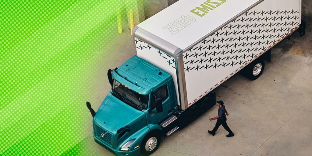 VRN-Electric-Straight-Truck-Solar-Panel-1400