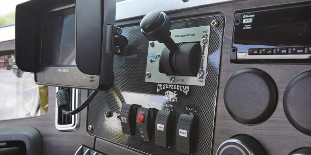 western-star-47x-with-body-controls-on-flex-panel-1400