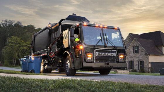 Mack-Trucks-Refuse-LR-Electric-Truck-1400